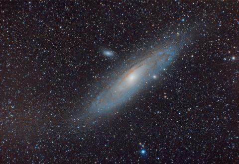 Fotografía de la galaxia de Andrómeda a través de teleobjetivo