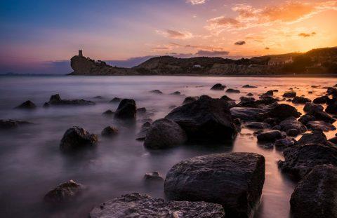 Fotografía de atardecer con la torre de la Cala del Xarco en Alicante