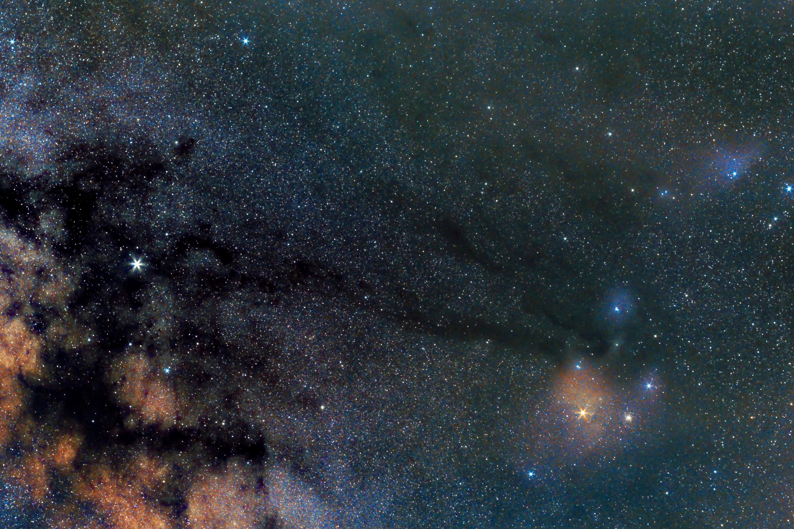 Fotografía de vía láctea y nebulosas de colores