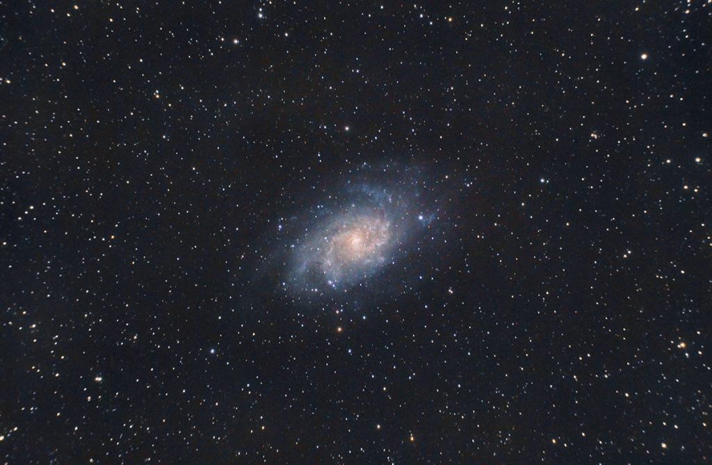 Fotografía de cielo profundo de M33, la galaxia del triángulo